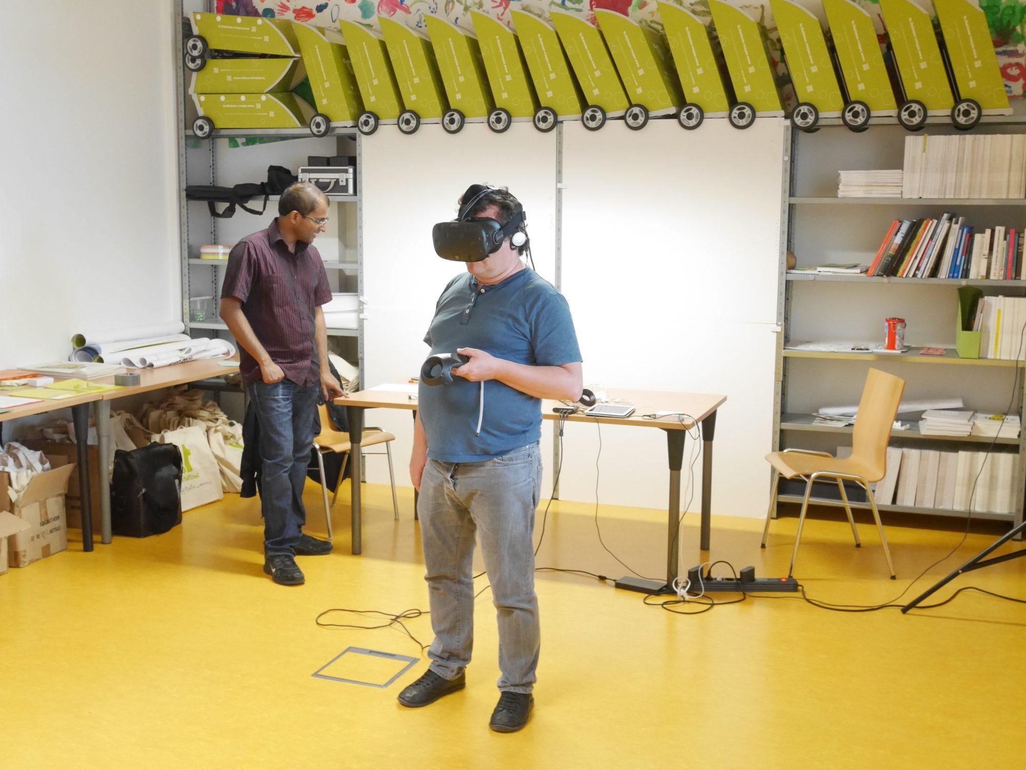 Foto eines Probanden mit VR-Brille